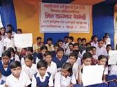 lalgarh-children-on-fast-at-gohomidanga-picture-by-samir-mondal